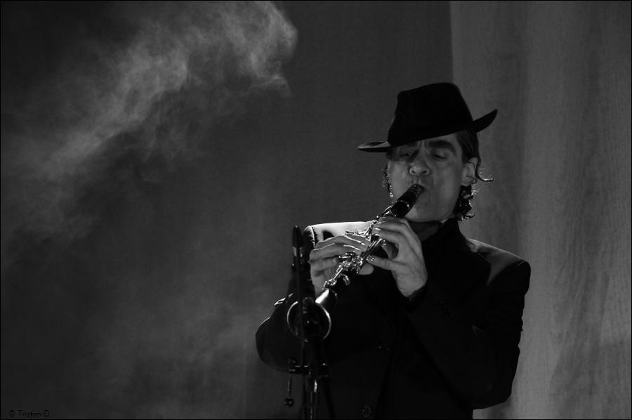 Daniel Melingo en concert à Aubais, 2010